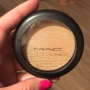 MAC Show Gold Highlighter